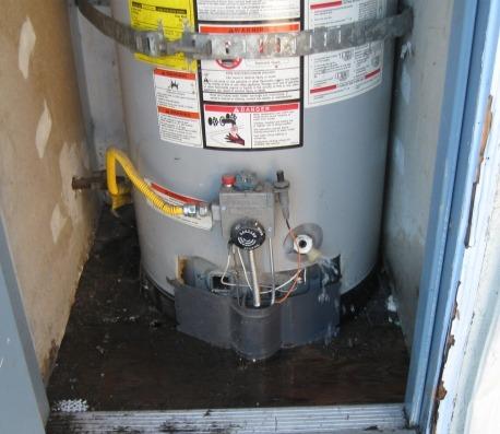 Leaking San Diego Water Heater, picture taken by a Bill Howe plumber